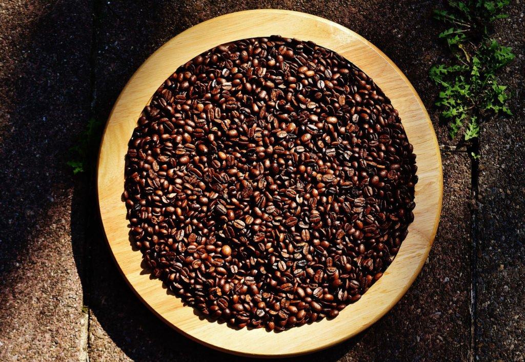 kaffebønner i skål