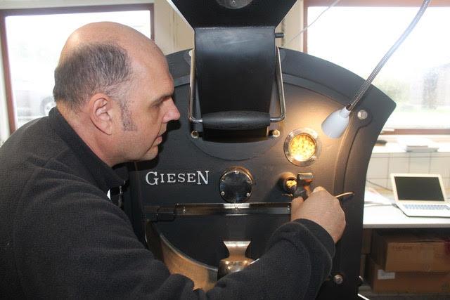 thomas abildgaard demonstrerer maskine