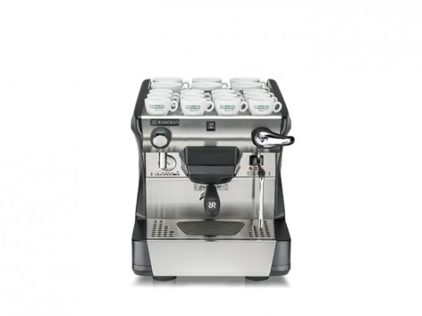 Espresso maskine med kopper på